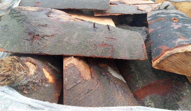 Nasz Tartak oferuje drewno kominkowe z drewna liściastego: buk, dąb, olcha, brzoza. W zależności od cięcia gatunki są  jednolite bądź mieszane.